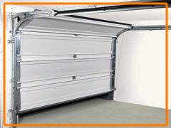 Puerta de garaje seccional: CONFORTTA - Seguridad, confort, aislamiento térmico y acústico.