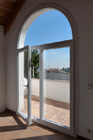http://www.confortta.com/images/galeria/imatges/finestres/balconera-forma-corba-pvc-veka-softline-blanc.jpg