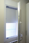 https://www.confortta.com/images/galeria/imatges/finestres/finestra-practicable-oscilo-batent-calaix-persiana-pvc-veka-softline.jpg