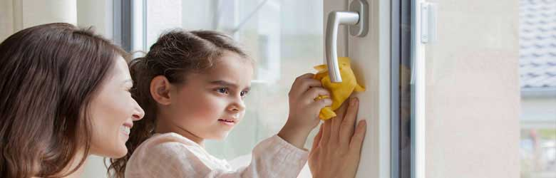 Les finestres de PVC Veka, Kömmerling, Cortizo, Schüco, Rehau, són fàcils de netejar i no requereixen un manteniment especial.